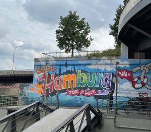 Graffiti_an_der_Stützmauer